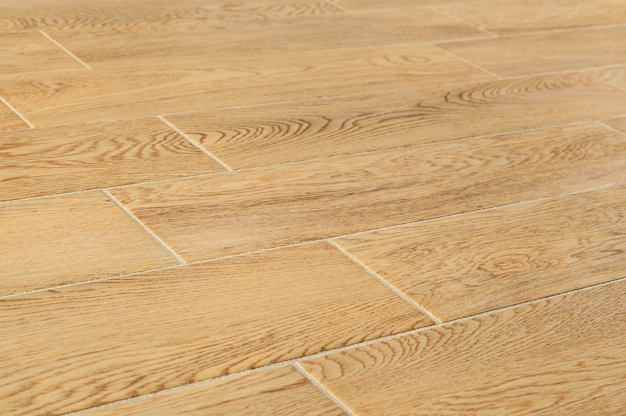Wood grain ceramic tile