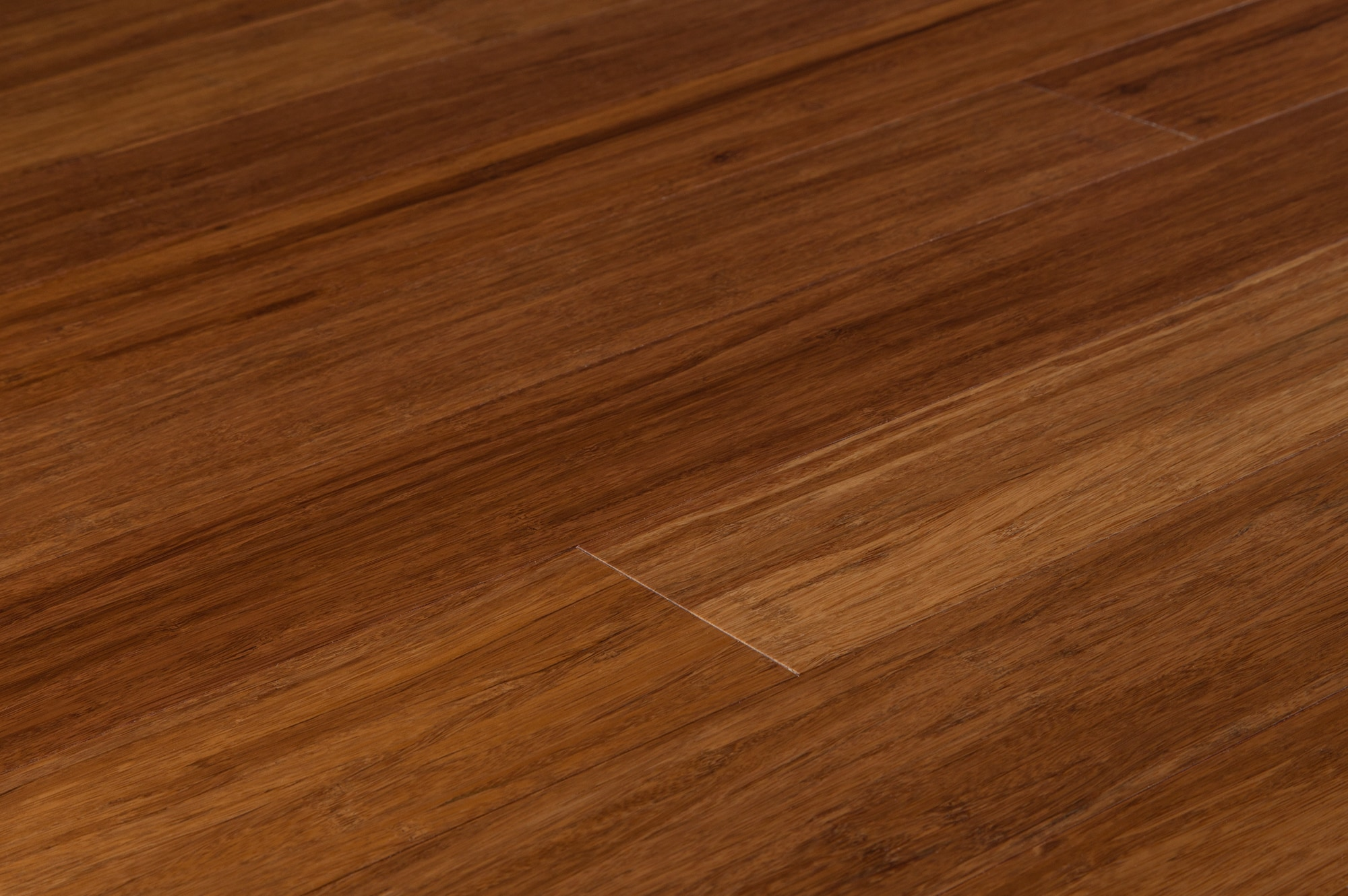 Strand woven bamboo flooring vs hardwood hand scraped for Strand woven bamboo flooring pros and cons