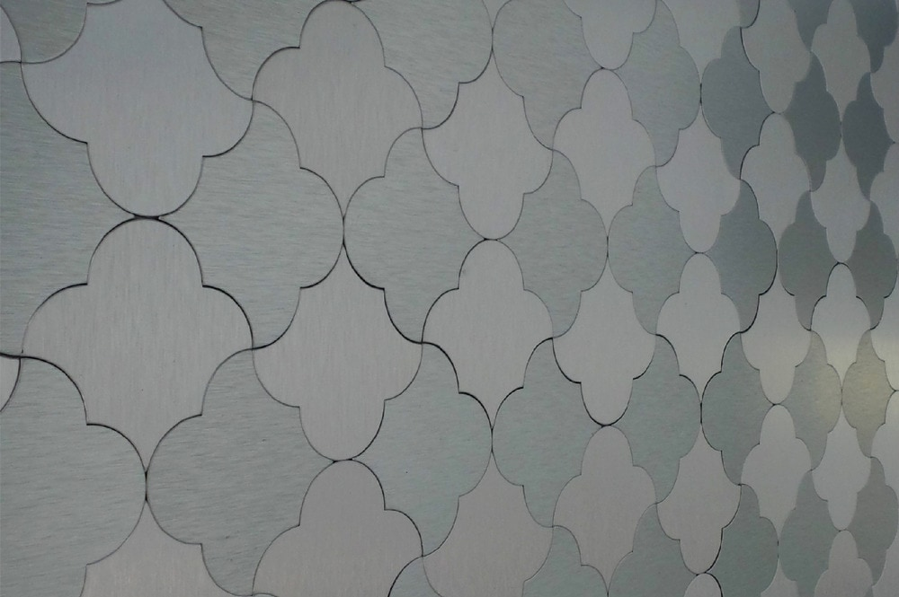 10104360-silver-damask-pattern-new-sup-angle