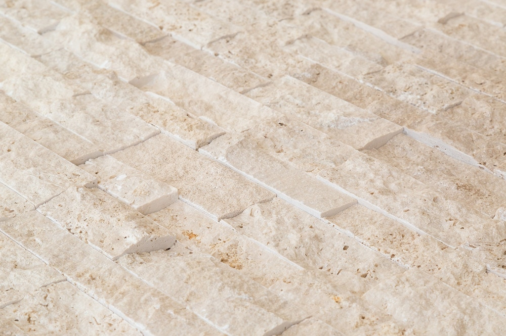 roterra-nat-ledgestone-siding-travertine-beige-angle