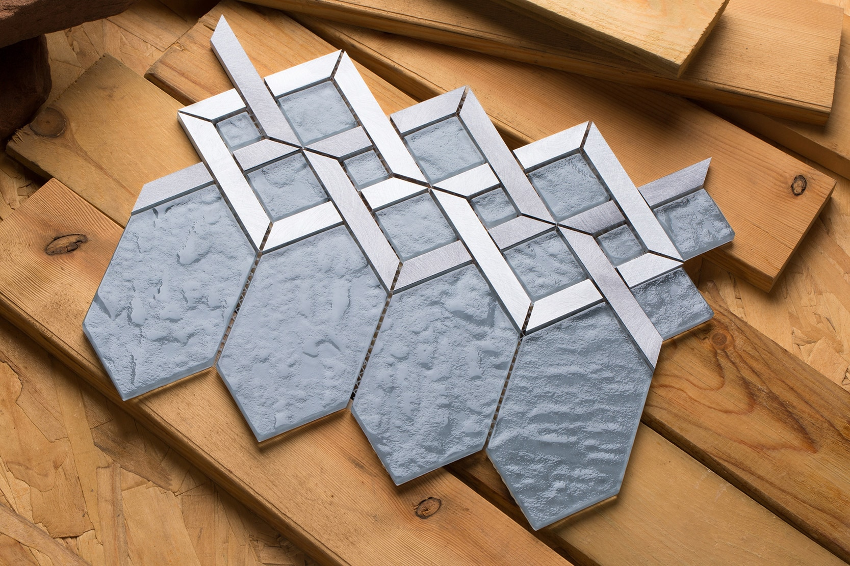 Slate gray glass coupled with silver and gray aluminum / Interlocking Hexa Series 0
