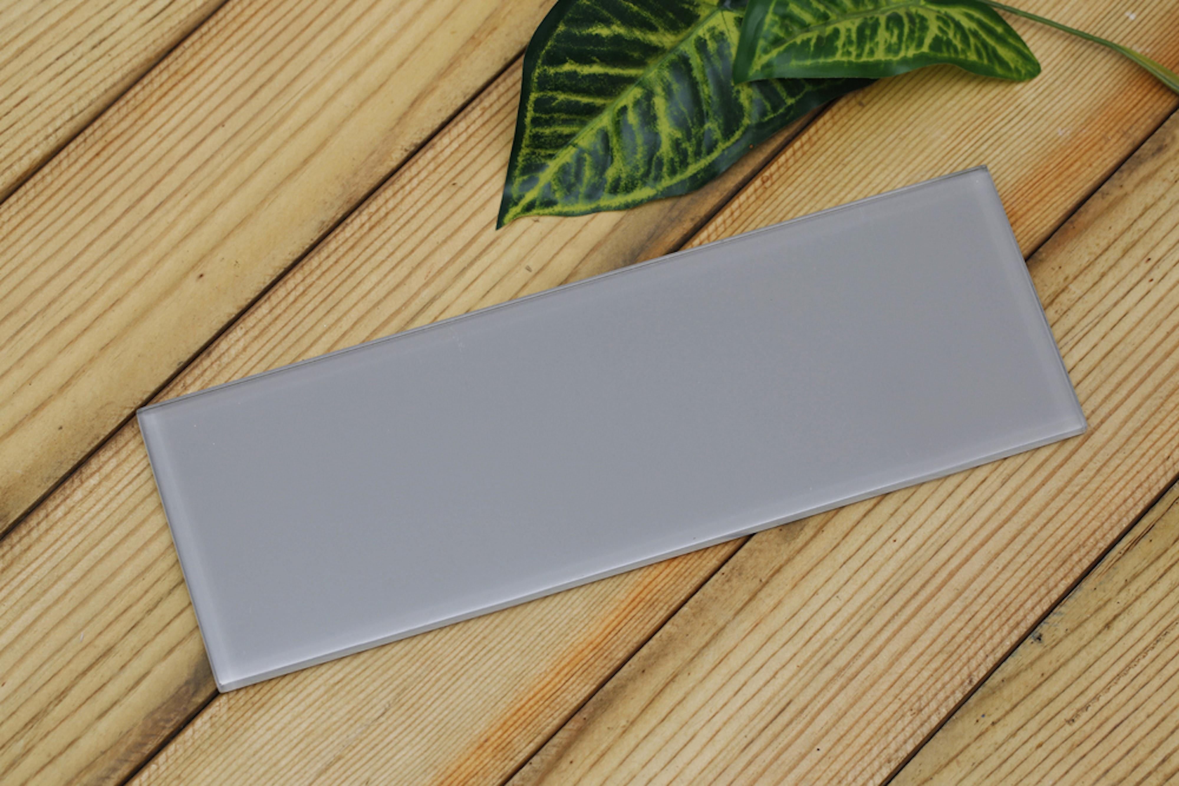 Light beige / 4 in. x 12 in. x 0.33 in. Subway Glass Tile 0