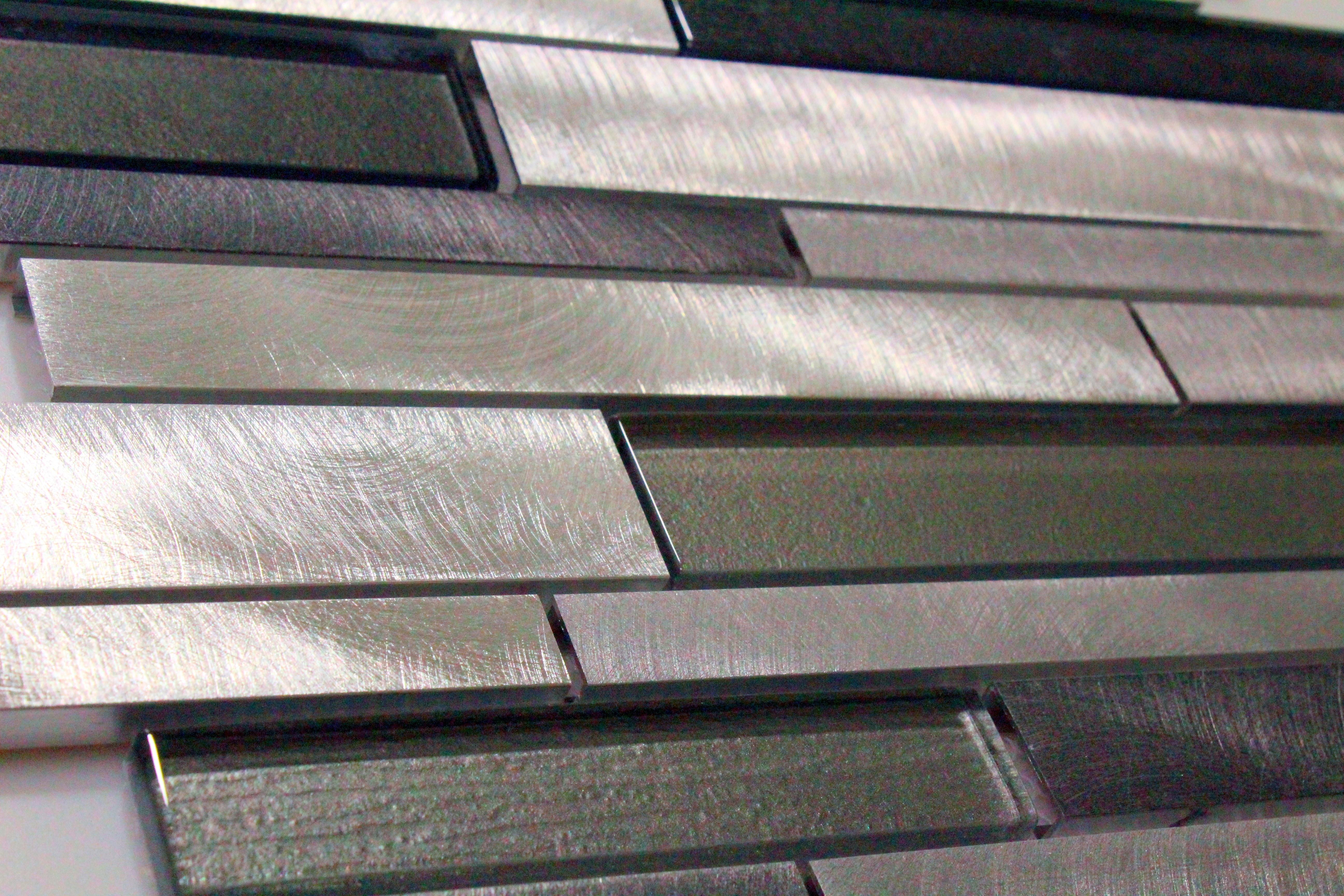 Glass Mosaic / 14 x 12 x 0.31 inches / Glossy Interlocking Random Sized Glass & Aluminum Mosaic Tile Foil Back Gray 0